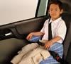 Como transportar crianças de 4 a 10 anos no carro